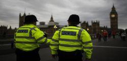 Allarme al parlamento Gran Bretagna : arrestato uomo con coltello vicino Westminster