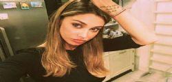 Belen Rodriguez canta al karaoke su Instagram