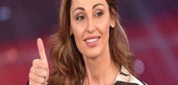 About Love : La trasmissione condotta da Anna Tatangelo chiude dopo la prima puntata