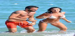 Raffaella Fico con sexy in mini bikini bianco a Saint Tropez