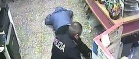 Benevento, rapinatori accoltellano un tabaccaio : La polizia li cattura subito grazie ad un passante