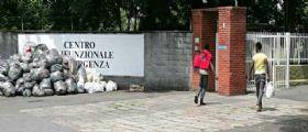 Milano, rivolta degli immigrati al centro di accoglienza di Bresso : Il cibo che ci date è scadente!