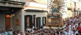 Corleone : Inchino mafioso dinnanzi alla casa di Totò Riina durante la processione