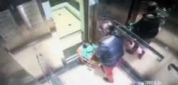 Cina : Arrestata Babysitter che picchia bimbo in ascensore - video