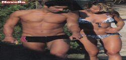 Federica Pellegrini e Filippo Magnini : acrobazie hot sul lettino in spiaggia.