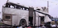 Russia - Treno investe autobus sui binari :  19 morti, tra cui tre bimbi