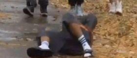 Ohio, Cleveland: dodicenne gioca con una finta pistola, il poliziotto gli spara allo stomaco