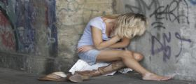 Drogano e stuprano una ragazza poi filmano tutto - Video Shock