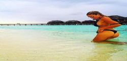 Elena Morali : la Pupa sexy alle Maldive