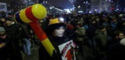 Romania : In migliaia in piazza contro l