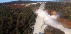 Stati Uniti : Rischio esondazione per la più grande diga in California