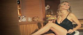 Heidi Klum sexy con un hamburger (Video)
