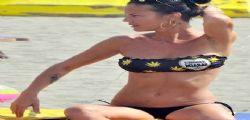 Antonella Mosetti hot in spiaggia a Fregene
