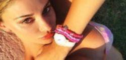 Belen Rodriguez e il selfie in topless : la foto ad alto tasso erotico
