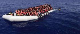 Vibo Valencia, approda la nave Aquarius con 725 profughi a bordo: Tra loro 9 bambini