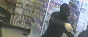 Roma : Rapinatore armato semina terrore in farmacia e fugge