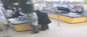 Napoli, 13 assalti nei supermercati : Rapinatori smascherati da un video