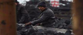 Cina, esplosione di gas in una miniera: 33 operai rimasti intrappolati