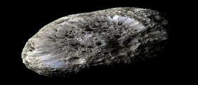 La sonda Cassini scossa da Hyperion