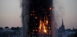 Incendio Londra Grenfell Tower : Almeno 30 feriti, ci sono dei morti