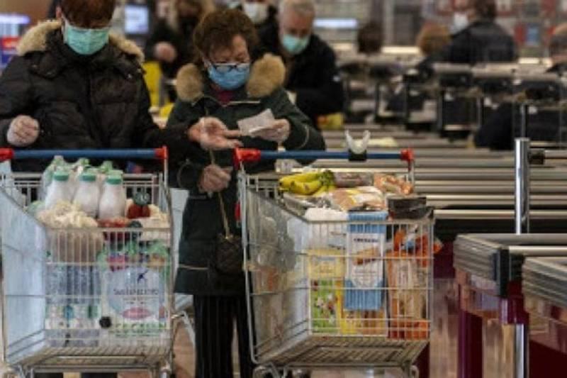 Senza mascherine e gel, supermercato chiuso a Torino