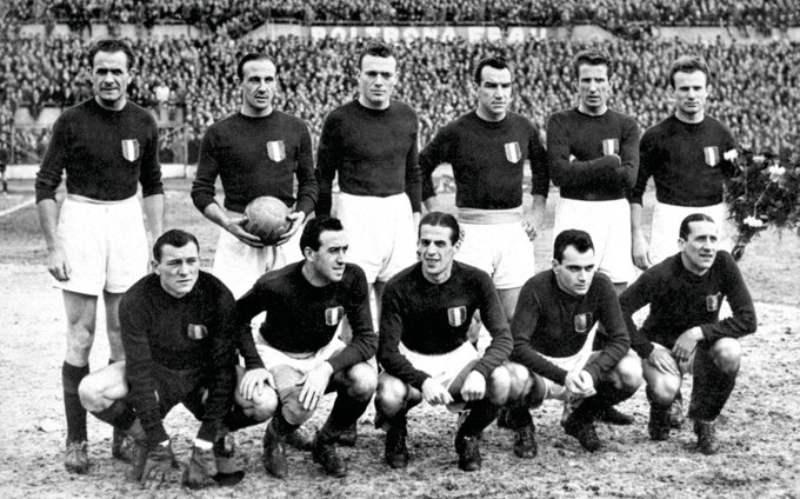 """La tragedia di Superga """"i ragazzi crederanno che il Torino non è morto: è soltanto in trasferta"""""""