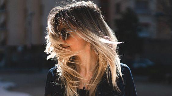 Le migliori vitamine (+3 altri nutrienti) per la crescita dei capelli