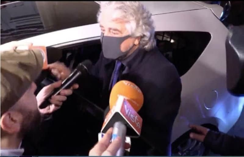 Beppe Grillo indossava la mascherina già il 17 dicembre 2019, perchè? | VIDEO