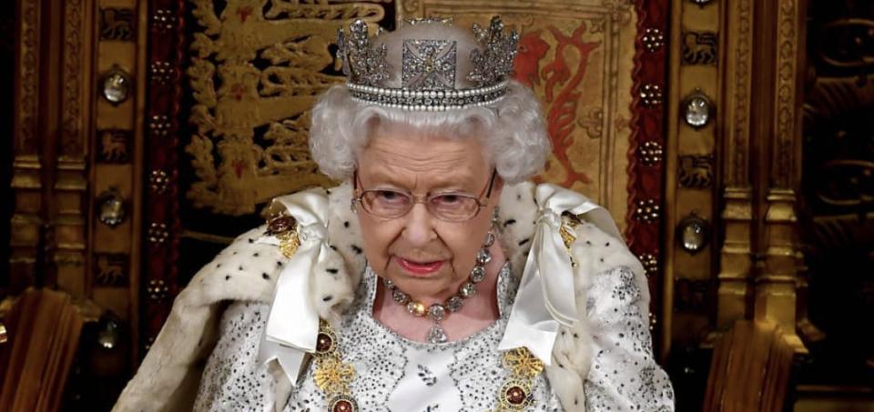 Discorso Natale Regina Elisabetta: Anche nelle notti più buie c