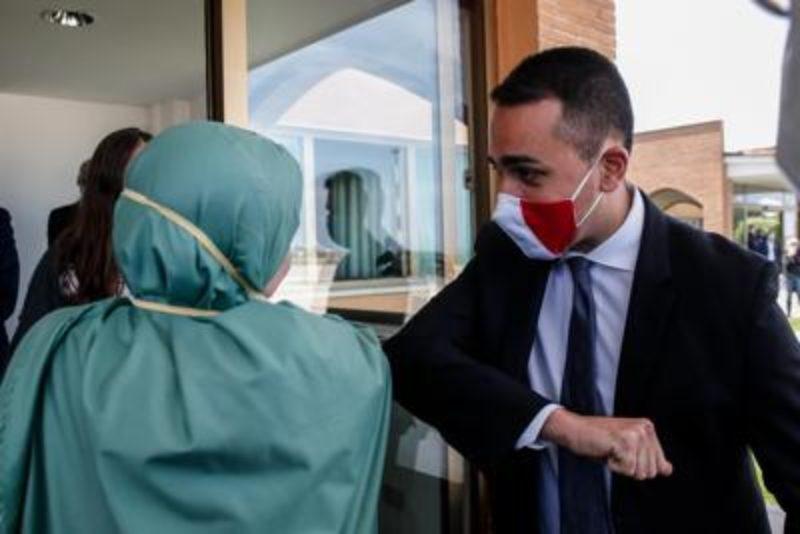 Di Maio spiazza tutti: a me non risultano riscatti per Silvia Romano, Italia ingrata