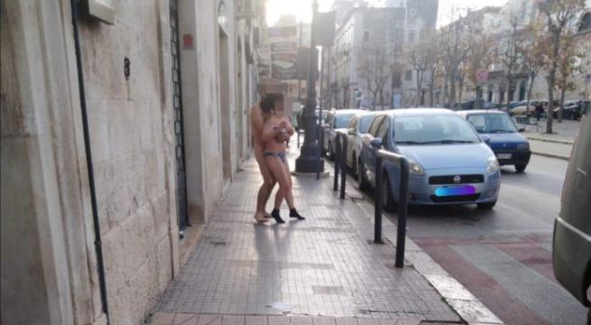 Bitonto: Coppia Nuda. Il Sindaco Aiutarli Non Ironizzare