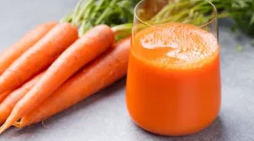 8 benefici del succo di carota