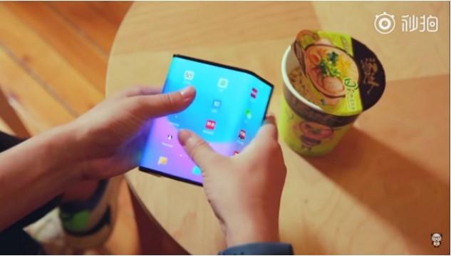 Xiaomi lancerà tre smartphone con schermo pieghevole nel 2021