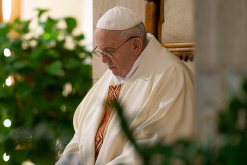 Il Papa: preghiamo per i governanti, il loro lavoro non è facile.