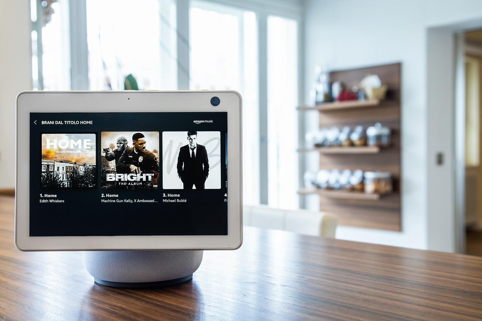 Echo Show 10 e Fire TV Stick divertimento e sicurezza della propria casa