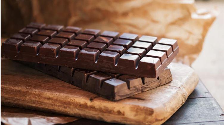 Il cioccolato fondente potrebbe aiutare a far perdere peso?