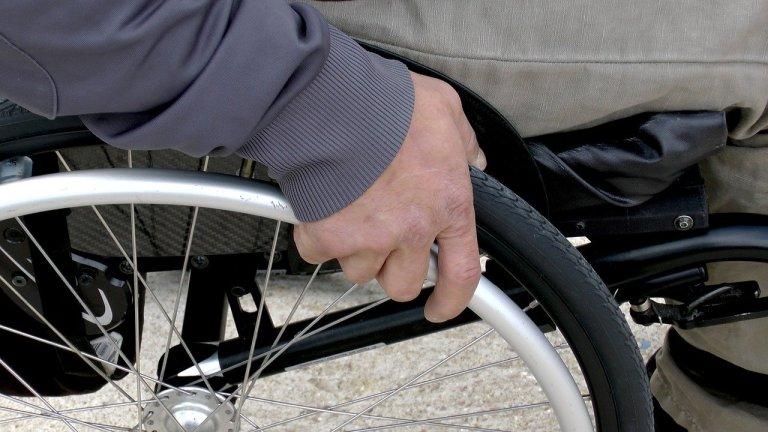 Bellanova, gli invisibili non sono solo immigrati: disabili e invalidi ignorati dal governo