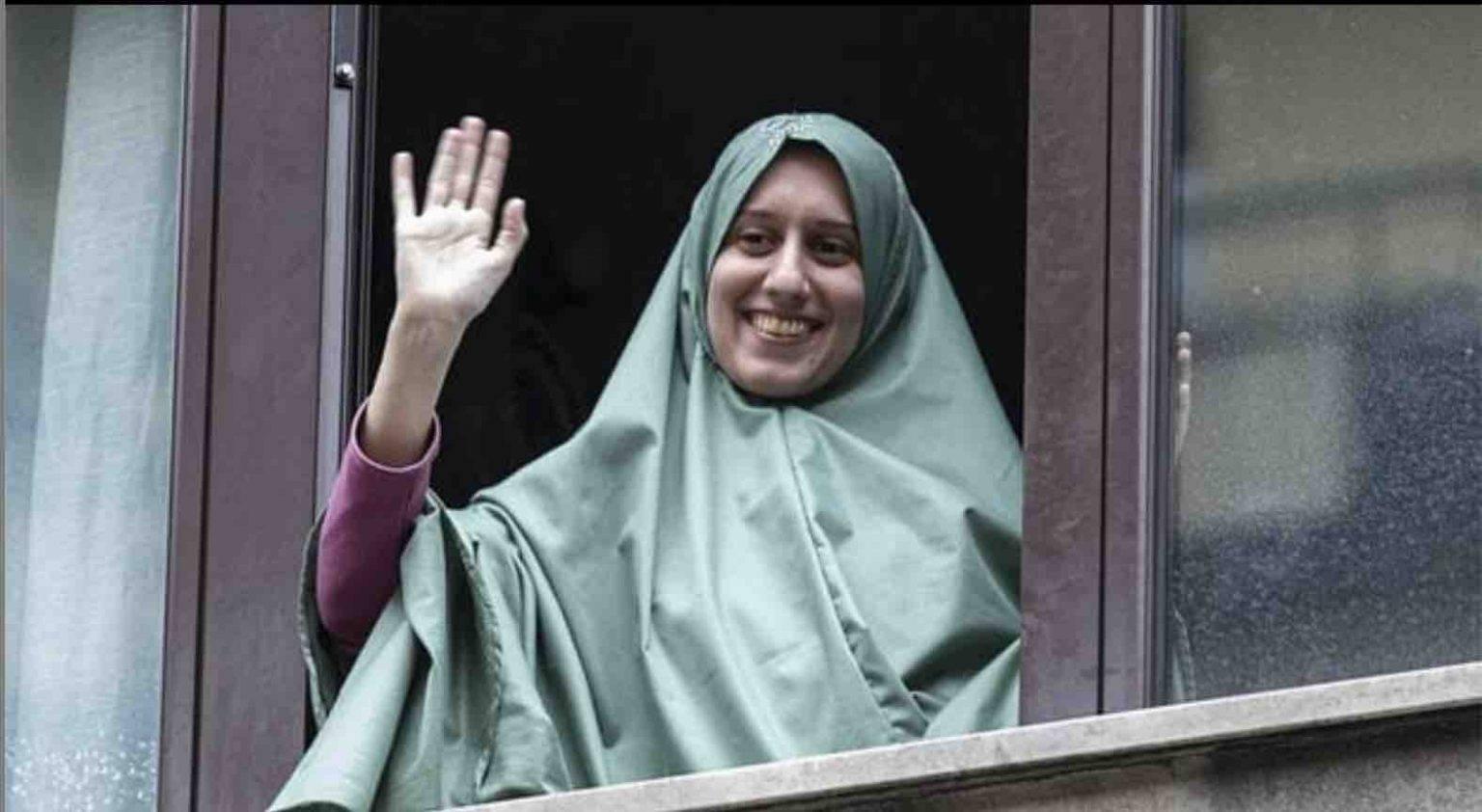 Silvia Romano risponde all'odio su Facebook citando il Corano