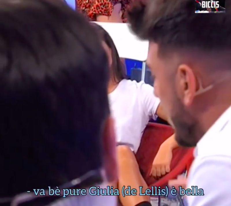 Ma va, è alta un metro e un c****! Uomini e Donne, Tina Cipollari insulta Giulia De Lellis
