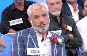 Ha seri problemi economici! Rocco Fredella scoppia a piangere e lascia Uomini e Donne