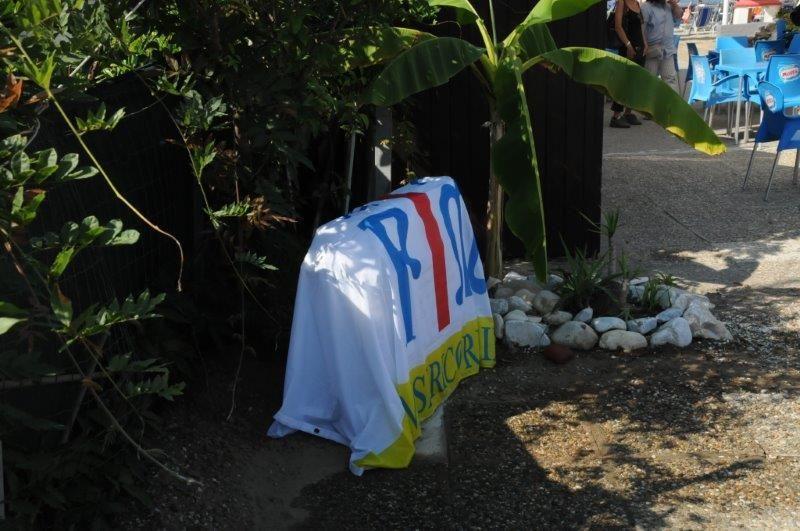 Tanta commozione alla cerimonia di intitolazione del bagno della Misericordia al giovane confratello scomparso Stefano Ridolfi