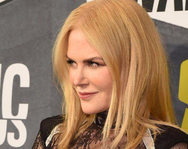 Nicole Kidman sexy cowgirl su Love Magazine