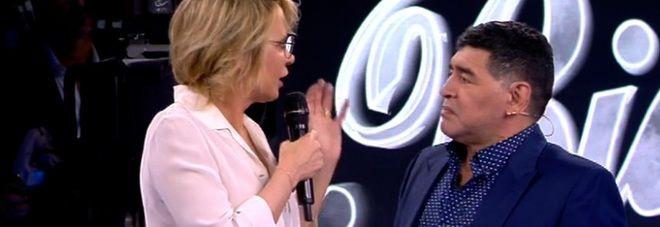 Serale Amici17/ Maradona super ospite: Mi sembra di essere a Napoli