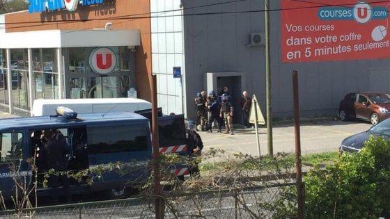 Supermercato Francia/ Ucciso l'assalitore  Redouane Lakdim : Almeno due morti e diversi feriti