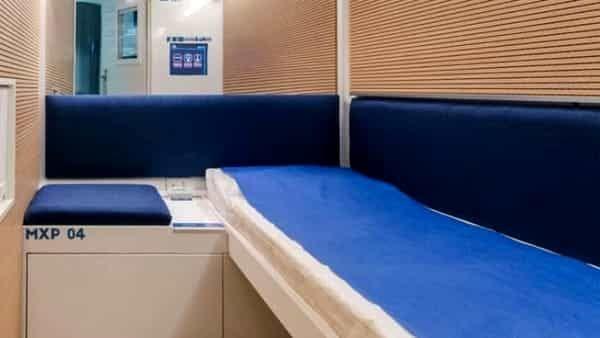 Milano come Tokyo, arriva l'hotel a capsule : Costa poco e permette di dormire tranquilli - Ecco cos'è
