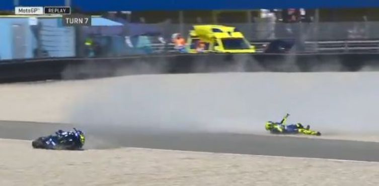 MotoGp / Caduta Valentino Rossi a terra ad Assen | VIDEO