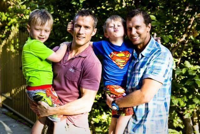 A Livorno il Tribunale riconosce una famiglia con due papà : Siamo felicissimi