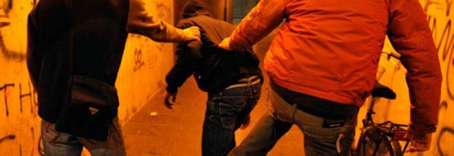 Scafati : Picchiato a 13 anni da una baby gang perché gay