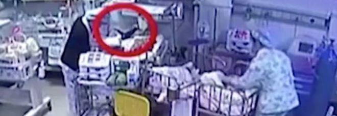 Cina, infermiera ustiona con il phon un neonato : I medici costretti ad amputargli una gamba