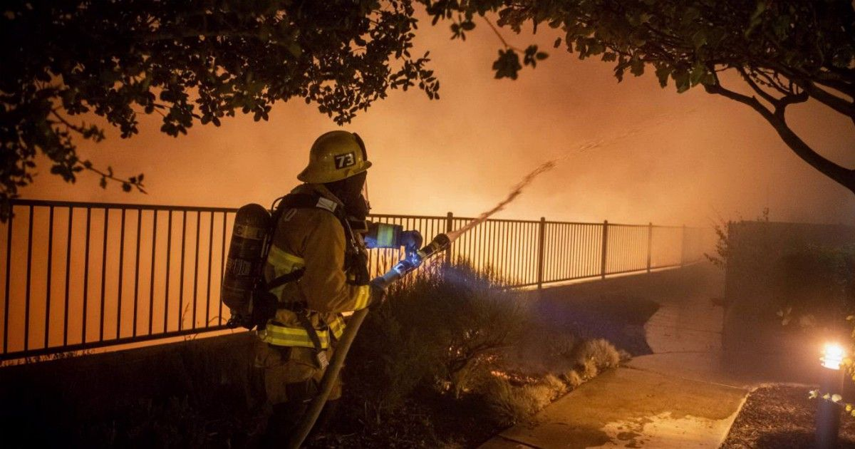 Rogo Los Angeles : un morto, case bruciate